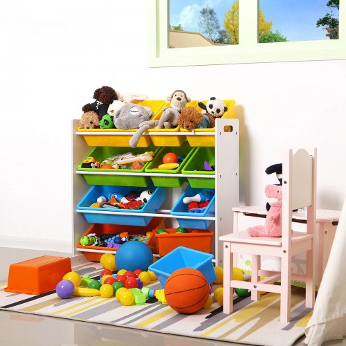 Kinderzimmerregal mit bunten Kisten